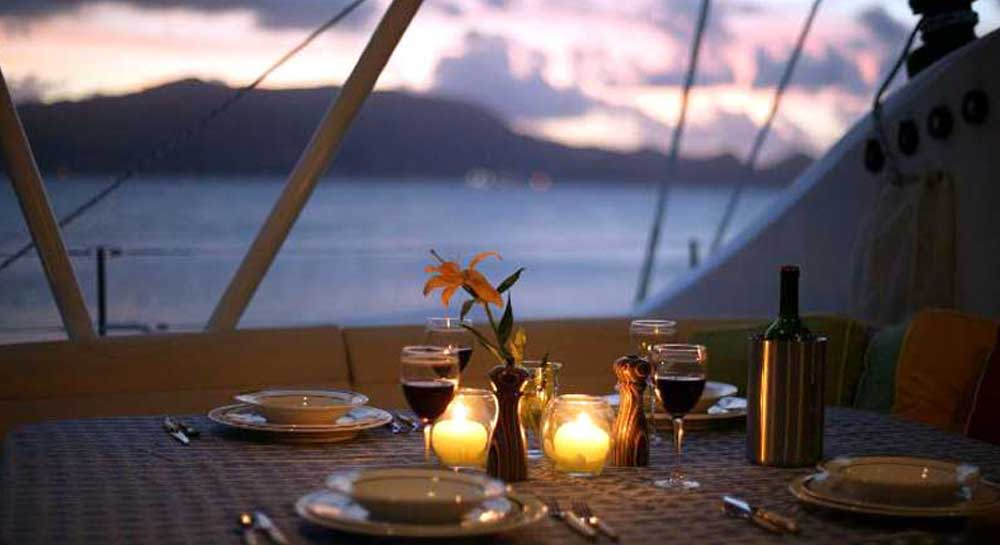 Dinner on a Luxury Yacht in Mumbai
