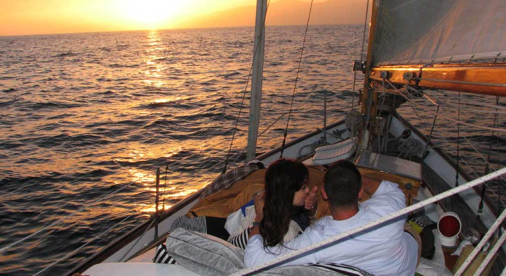Romantic Date on a Yacht in Mumbai
